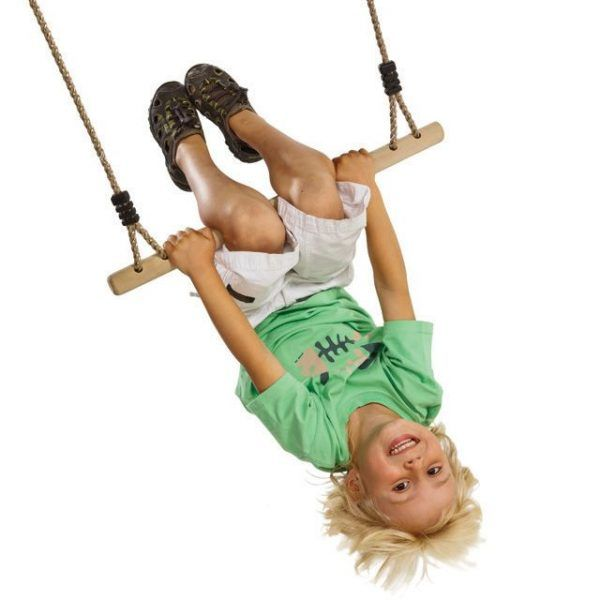 Material deportivo para colegios. Trapecio de madera con cuerdas, longitud cuerdas 160 cm y ancho barramadera 58 cm